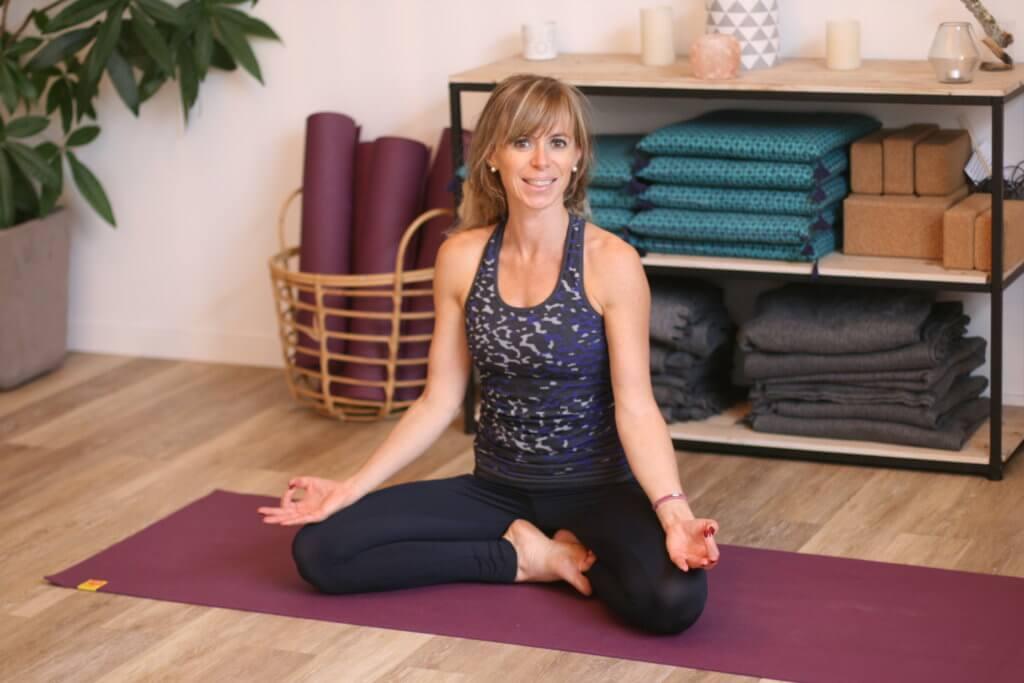 enseignante de yoga prénatal